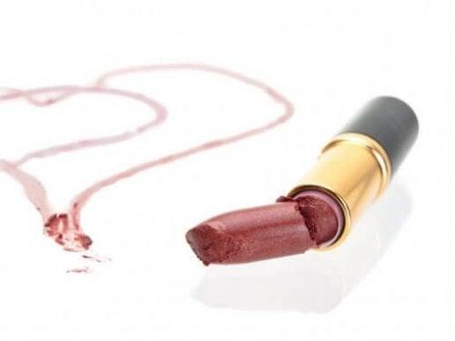 Genbrug ødelagt læbestift på tre måder