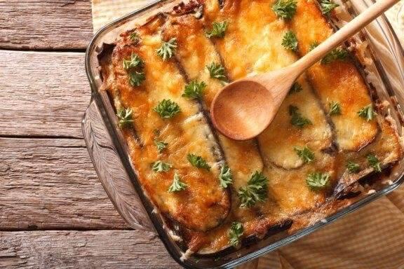 Lær hvordan man laver græsk moussaka med denne nemme opskrift