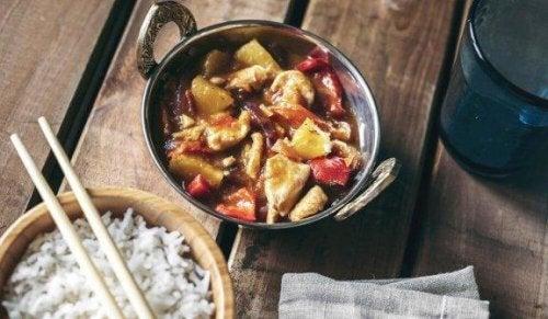 Lækker, kinesisk opskrift med sur-sød kylling