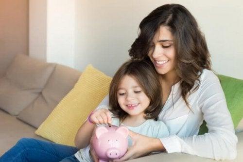 At spare penge: Lær dine børn om at spare