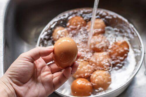 Æg i en gryde