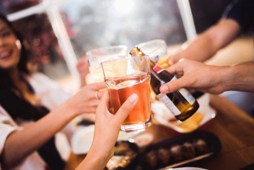 Nogle venner drikker alkohol