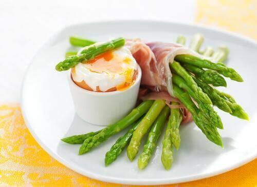 En ret med asparges