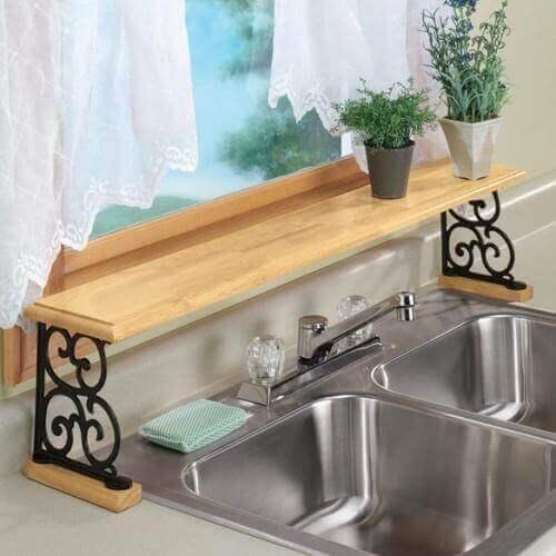 Reng vask med hylde over
