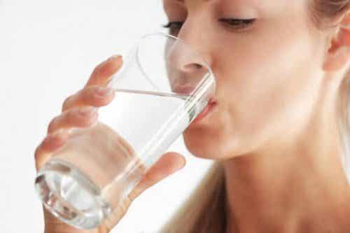 Hvorfor er det så vigtigt at drikke væske?