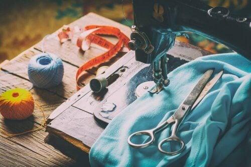 Symaskine kan anvendes til at bruge gamle stofrester