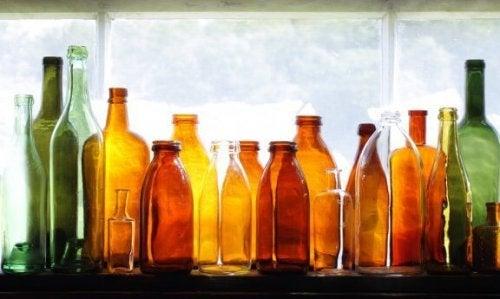 Sådan kan du genbruge glasflasker som dekoration i haven