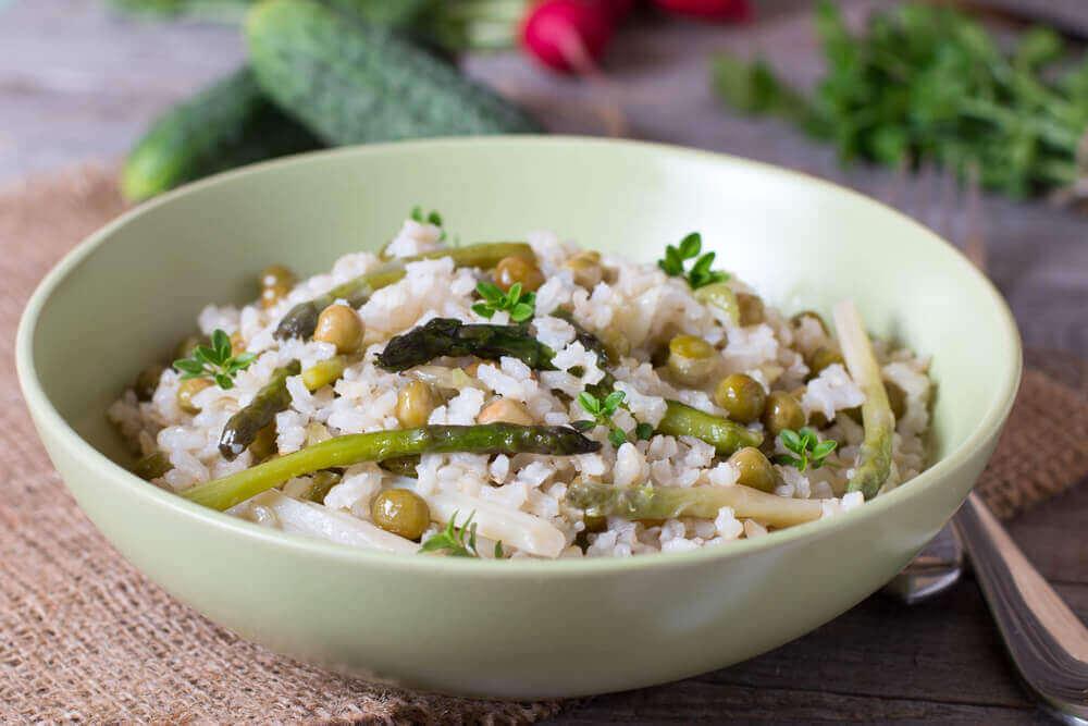 Kolesterol-venlig ris med grøntsager og chia frø