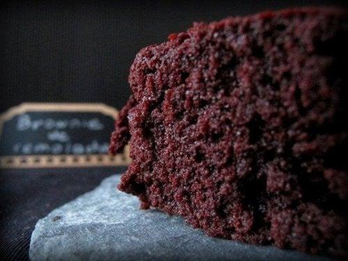 en dejlig brownie med sorte bønner