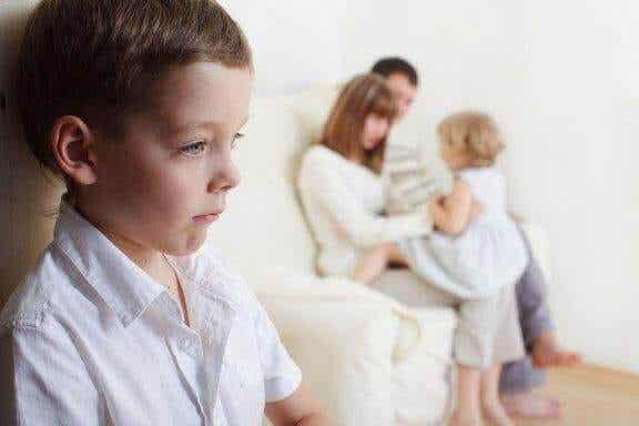Sådan håndterer du jalousi mellem søskende
