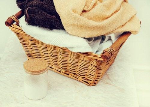 Kurv med friske håndklæder