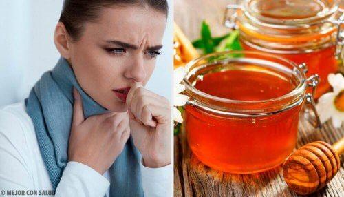 kvinde med ondt i halsen og honning