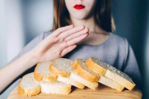 En kvinde, der siger nej til brød