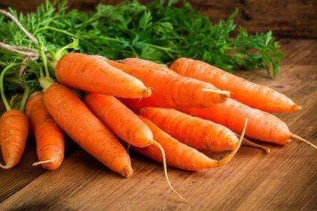 et bundt gulerødder
