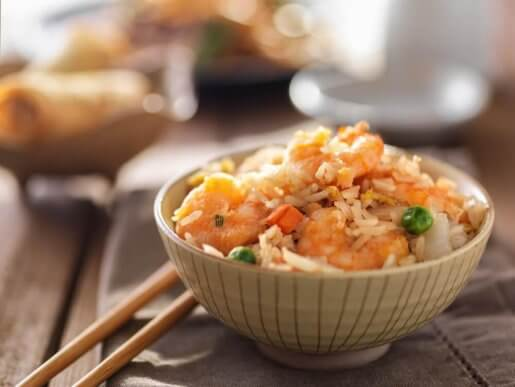 Lær hvordan man laver stegte ris med denne nemme opskrift