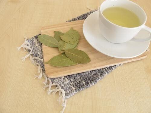 Lav din egen te med laurbærblade