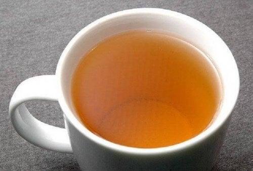 Te med olivenblade til at behandle højt blodtryk