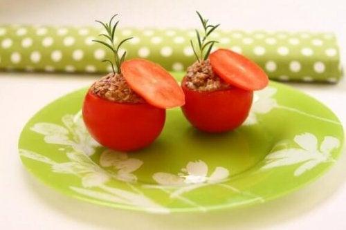 Fyldte tomater med tunfisk: En let og lækker opskrift