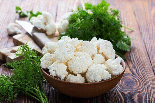Vegetariske nuggets med blomkål og ost.