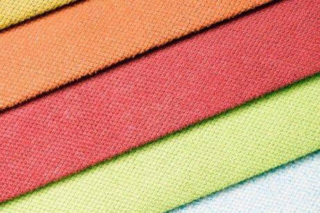 Stof med mange farver illustrerer det perfekte look til bryllupper