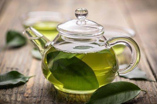 Behandling af gastritis kan gøres med grøn te