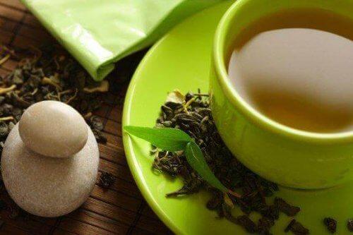 Grøn te: Kan man tabe sig ved at drikke grøn te?