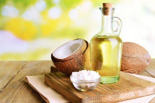 Du kan bruge sunde fedtstoffer i hjemmelavet chokoladepålæg, såsom kokosolie