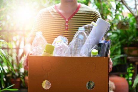 Reducering af affald gøres ved at genbruge dem