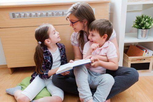 dysleksi hos børn illustreres af voksen, der læser bog med børn