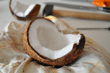 To halve kokosnødder