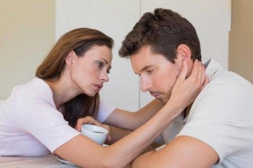 Kvinde oplever, at partner vil afslutte forholdet