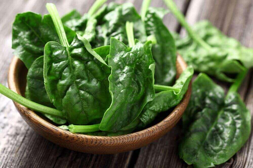 Bekæmpelse af hårtab gøres ved at spise spinat
