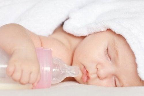 Er sut og sutteflaske skadeligt for dit barn?