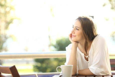 Hvis du smiler, som denne kvinde, kan det være tegn på, at du virkelig elsker din partner