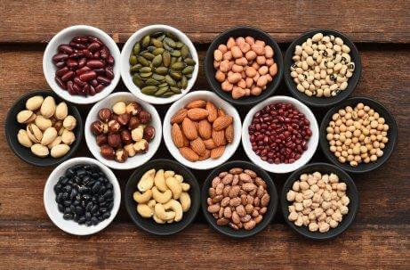 Forskellige nødder er eksempler på fødevarer med zink