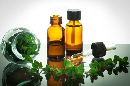 Frisk oregano og æterisk olie er eksempler på naturlige midler mod nervøsitet
