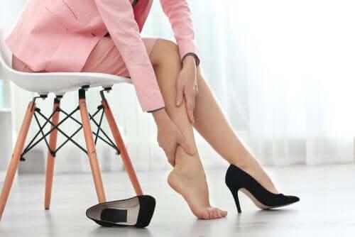 Hævede ben: 8 tips til hurtigere lindring