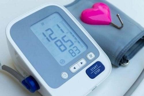 Et apparat til at måle blodtryk med