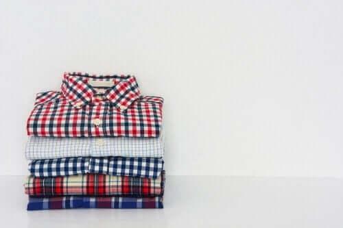 Lær at folde skjorter på rekordtid