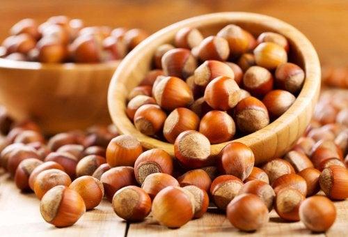 Hasselnødder illustrerer fordelene ved nødder