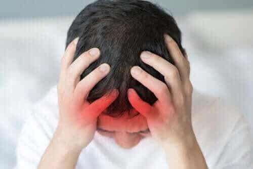 Årsager til migræne samt symptomer og behandling