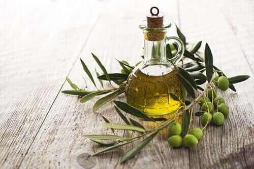 Olivenolie i glaskarafel