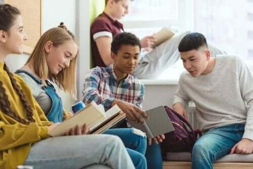 Læsning er en af de mange gode fritidsaktiviteter til præteenagere
