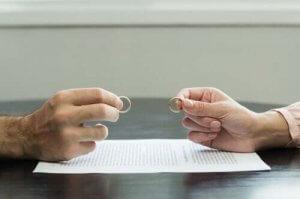 7 tips til at komme over en traumatisk skilsmisse