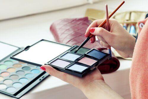 Undgå disse syv giftige ingredienser i kosmetik