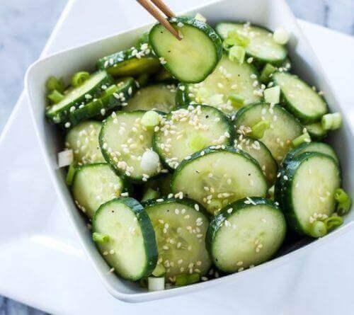 Agurk anvendes ofte i salater og lignenede retter