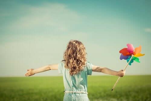 Barn nyder en dag på landet