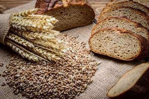 Sådan laver du hjemmelavet brød med rug og spelt