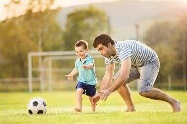 Fodbold er den perfekte sport for børn, fordi de virkelig nyder det. Det er en af de sjove former for motion til bekæmpelse af fedme hos børn