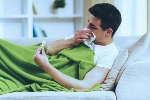 De vigtigste forskelle på en forkølelse og influenza